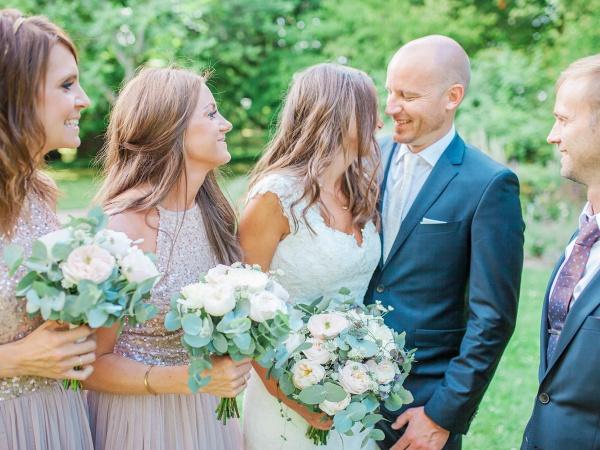 bröllop, Visby, Gotland, brudbukett, mori lee, botaniska trädgården, brudfölje